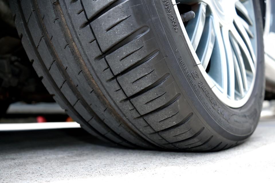 タイヤはミシュランのPilot Sport3を装着!残溝は6~7分山というところでしょうか。暫く交換の必要は無さそうです。