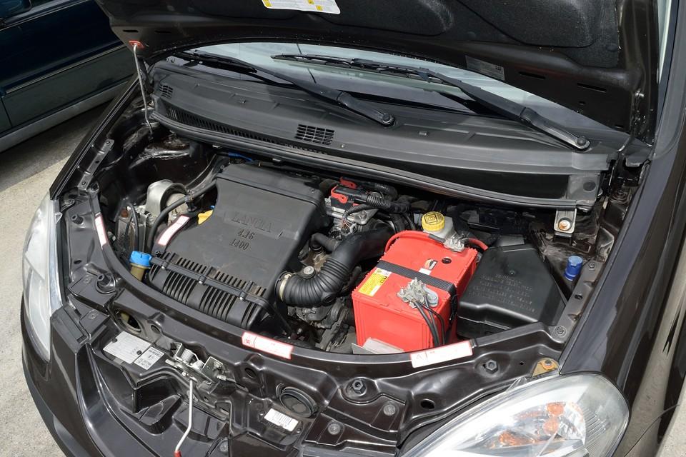 直列4気筒、1368 cc、95PS /5800rpmを発生するフィアットグループが誇るFIREエンジン!低回転からの十分なトルクで1280kgの車体をキビキビと走らせるのです!それから気になるタイミングベルトは、ご成約いただきましたら一式交換サービスさせていただきますので、ご安心くださいませ~!