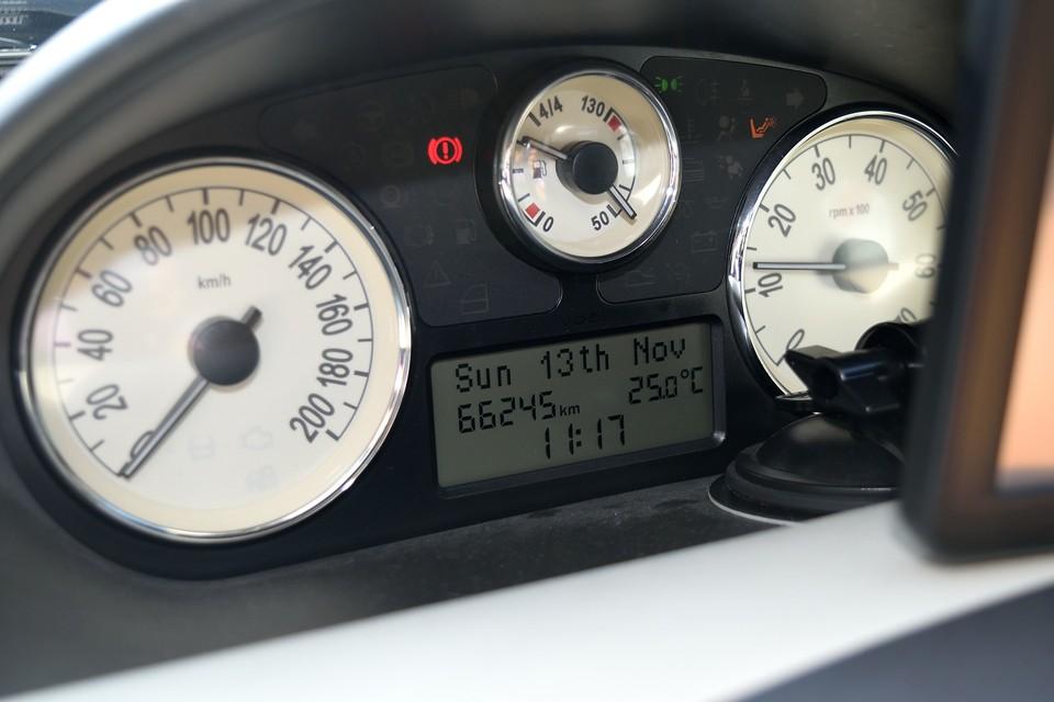 実走行6.6万km!タイベル交換より費用の掛かるクラッチO/Hを平成28年3月、64,631km時に実施済!タイミングベルトも交換してのお渡しとなりますので、その費用を考えれば・・・20万円お安い他車と本車両、どちらが、安心・お得か・・・もうおわかりですね。