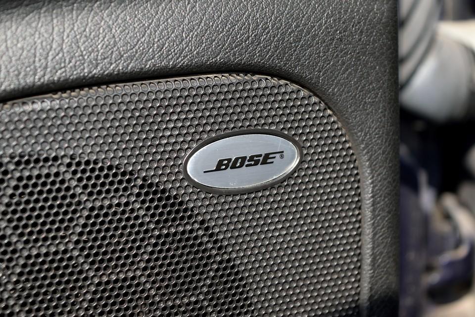 BOSEによるサウンドチューニングの施された音質は、まさに高級車のそれ!トランクルームには巨大なウーハーも装備!さすがBOSE!手抜かりはありません。