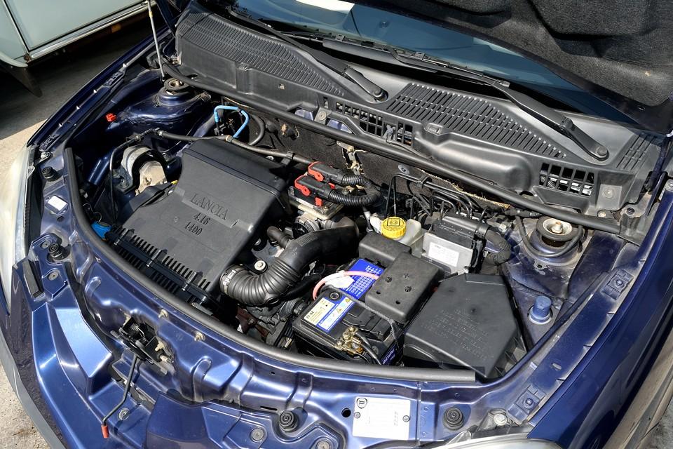 直列4気筒、1,368cc、最大出力:95PS/5,800rpm、最大トルク:13.0mkg/4,500rpmを発生!トルクフルなエンジンは1,140kgの車体をキビキビと走らせます!イタリア車は「走り」は絶対外さないのです!
