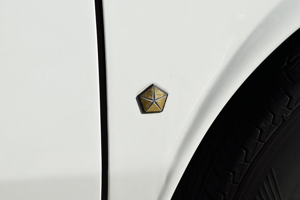 もともとシムカはクライスラーの欧州ブランドですので、こんなロゴも・・・今、思えばフィアットやクライスラーといった大資本に翻弄された感じは、無きにしも有らずですが、反面、他のブランドには無い独特の雰囲気があるのも事実!