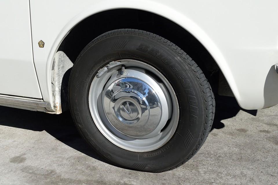 タイヤサイズは145R12、このサイズだからこそ、このボディフォルムなんです!