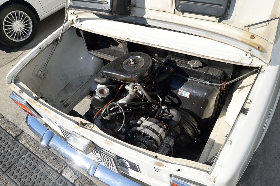 もう1基、エンジン乗りそうなくらい?!ガラガラのエンジンルーム!空気の抜けも良さそうだし、熱にはかなり有利ではないかと・・・。