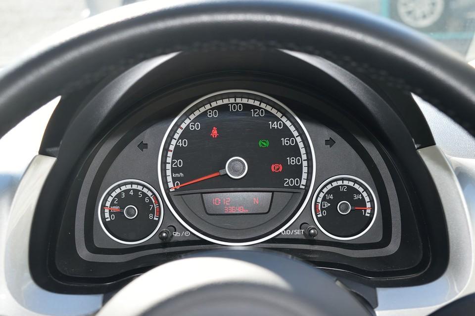 実走行3.4万km!欧州では20万kmくらいは普通に乗られるので、3.4万kmなんてまだまだ・・・しかも気になるタイミングベルトは安心で経済的なチェーン方式!