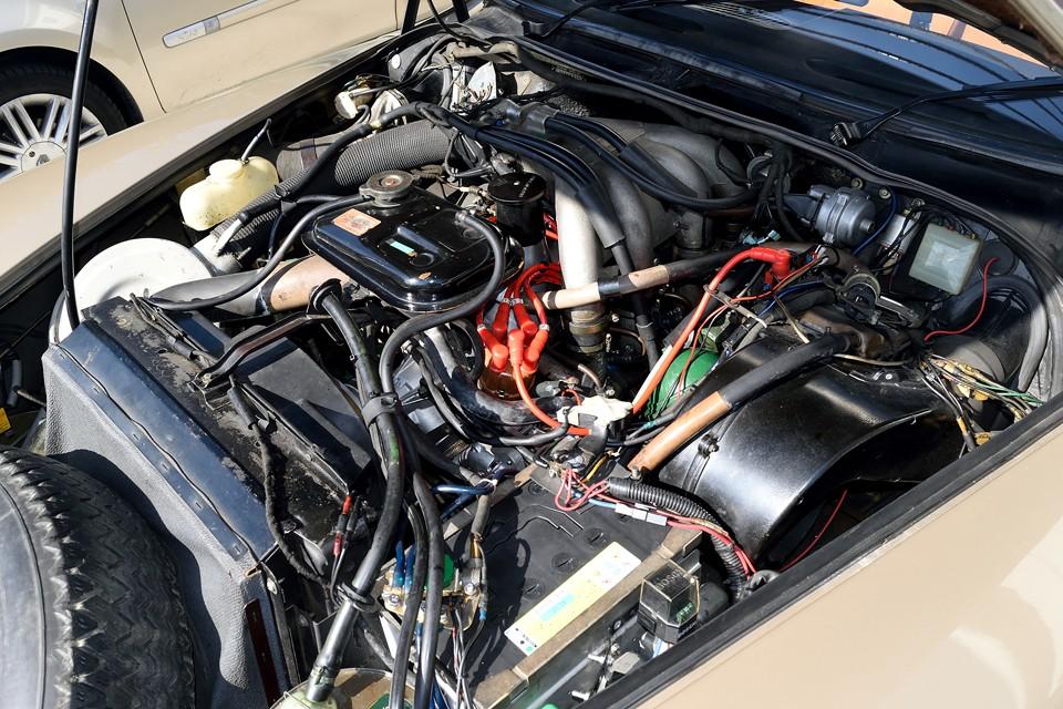 オリジナルに忠実にメンテナンスされていますが、旧車の弱点でもある電気周りは一新されています。乗るためには、もはや必須と言えるところですもんね。