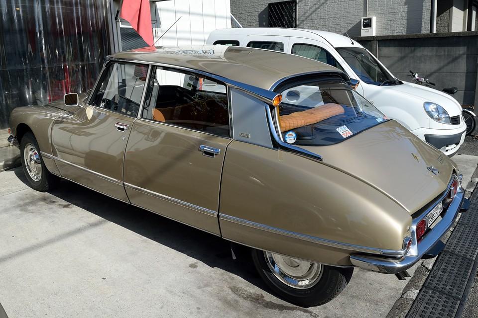 1955年に高級車、マニア向けの特殊なクルマとしてではなく、あくまで一般向けの大衆車として発表されたDS・・・。