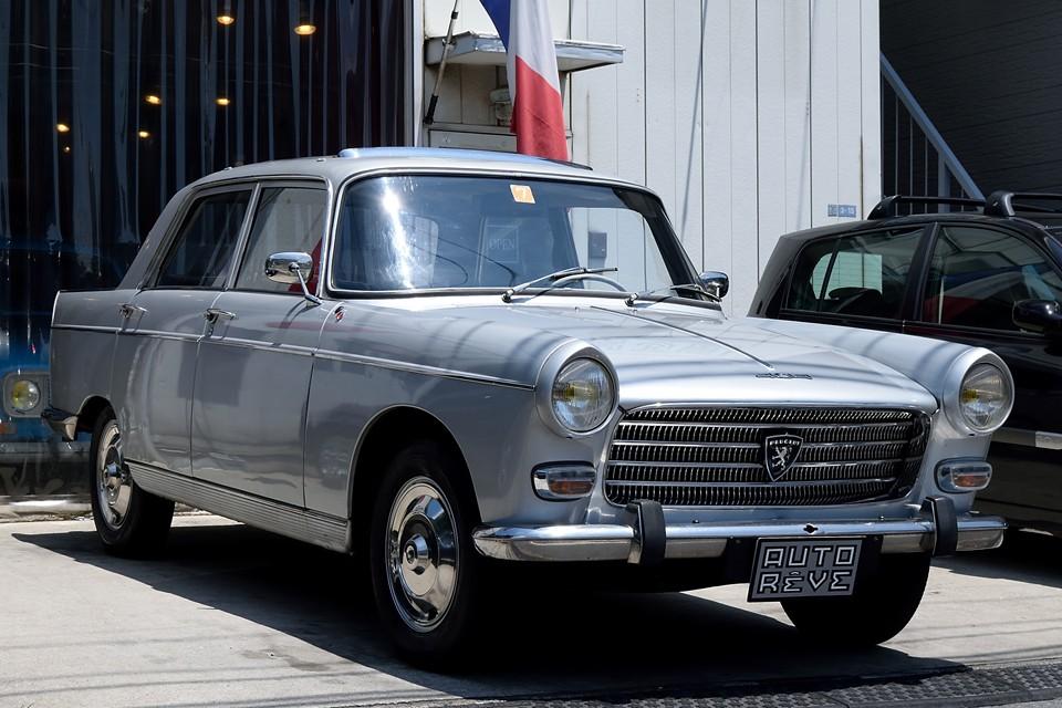 1966(昭和41)年式プジョー404セダン!ピニンファリーナによる流麗なボディとは裏腹に、その頑固なまでの造り込みで耐久性は折紙付き!名車504の礎を築いた404・・・つまりは現代プジョーの神髄とも言えるモデルかとっ!