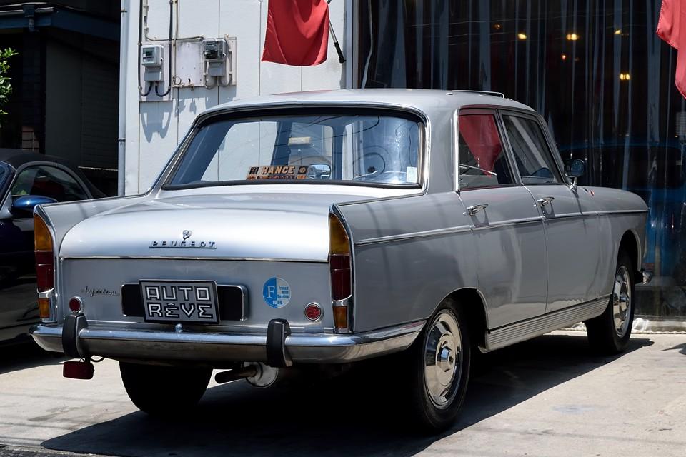 何と1960年から1988年までの28年間にわたり、288万台も製造され、まさに当時のプジョーを代表する存在なのです!言わば60~70年代は・・・404=ザ・プジョー!
