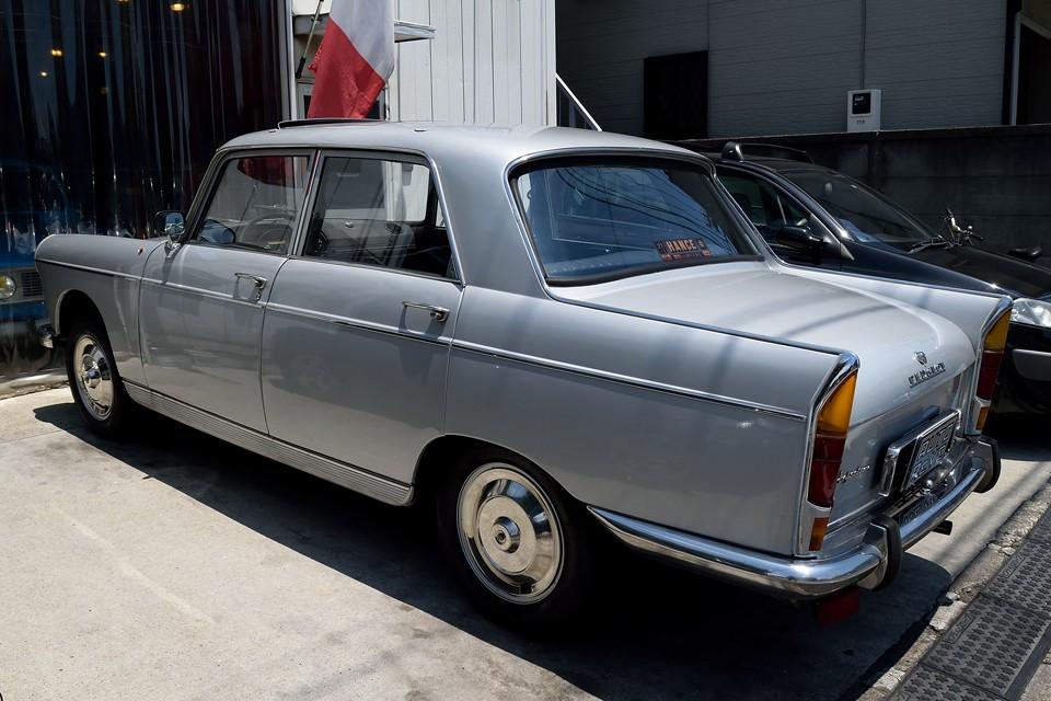 フランスで、そして世界各地でクルマと言えば、このプジョー404という時代が、そして地域があったはずなのです・・・。