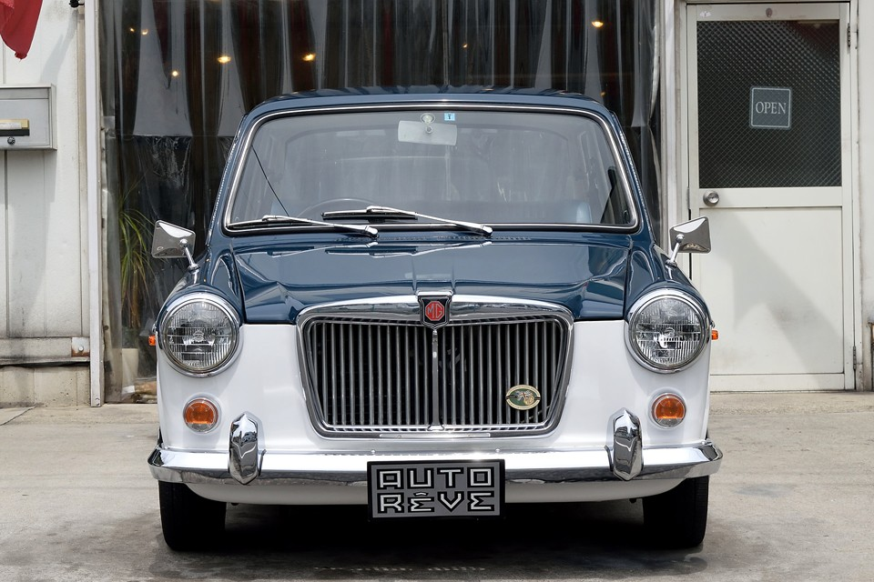 ボディデザインは、あのピニンファリーナ!英国らしい伝統を感じられる保守的なイメージは踏襲しつつ、「小さな高級車」と呼ばれる所以のエレガントさを見事に表現しているのです!