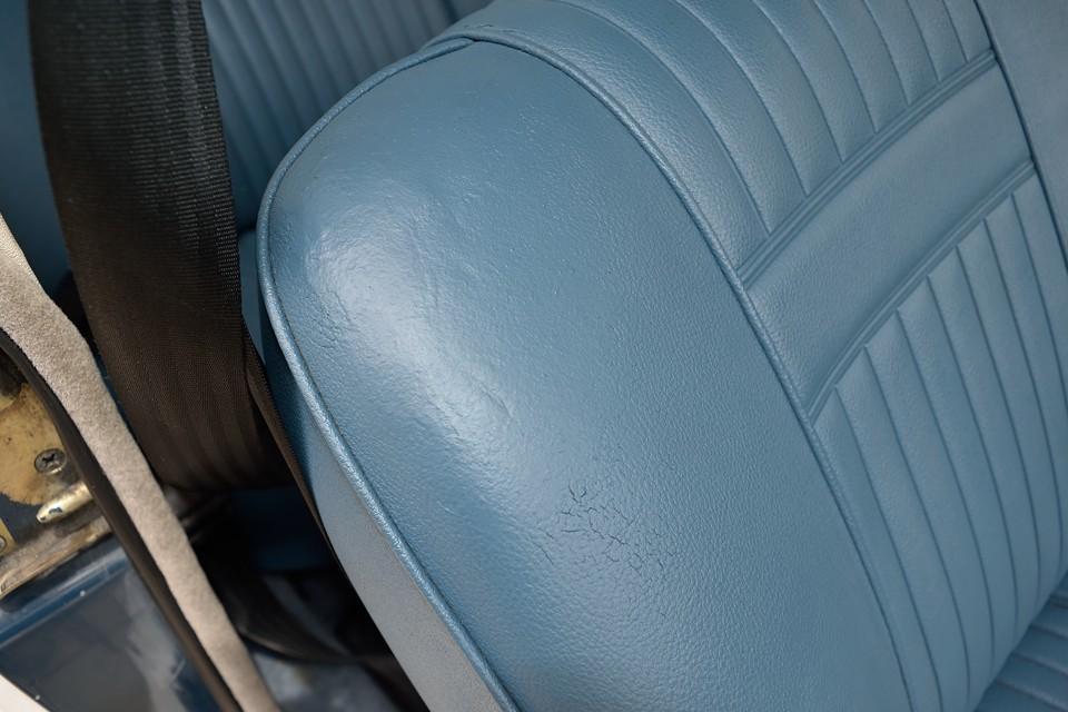良く見ると、運転席右肩部分にリペア跡がありますが、色もピッタリと合っているので、ほとんど目立ちません!
