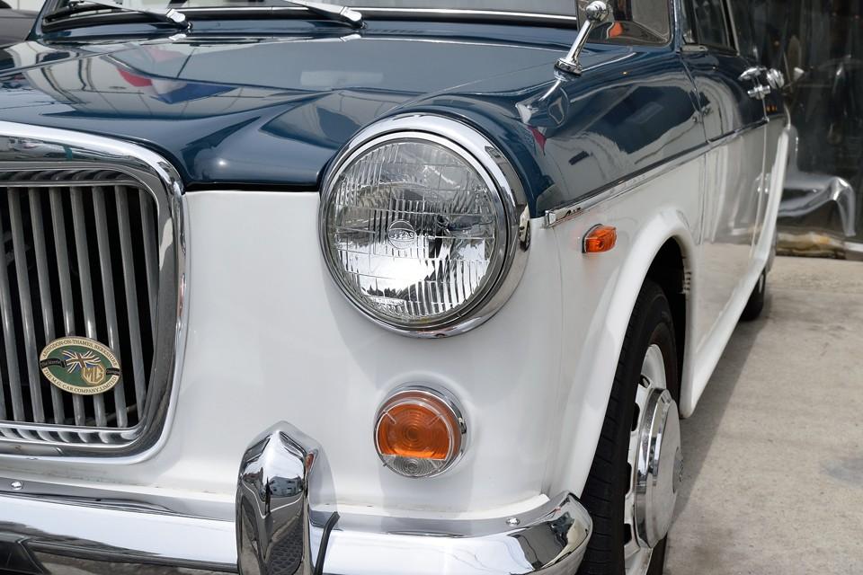 LUCAS製のヘッドライト、ウインカーレンズともに劣化を感じない、かなりキレイな状態です。ウインカーレンズは2011年7月に新品交換されているようです。