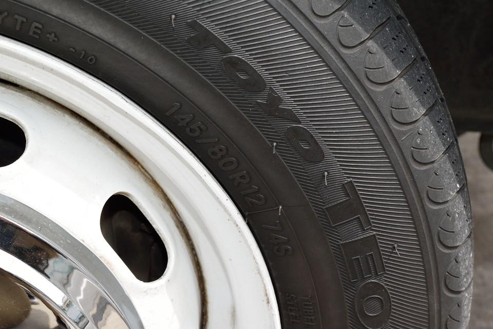 タイヤサイズは145/80R12、軽自動車用サイズですので、安心の国産タイヤでも安価で入手可能!これはうれしいですね。