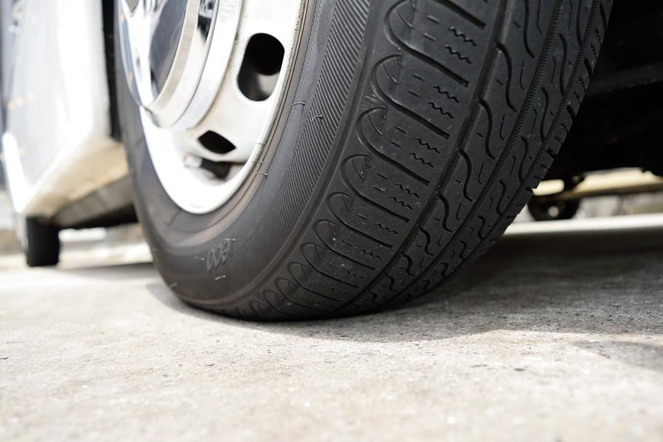タイヤ残溝もタップリ!8分山というところでしょうか、当分交換の必要はなさそうですね。