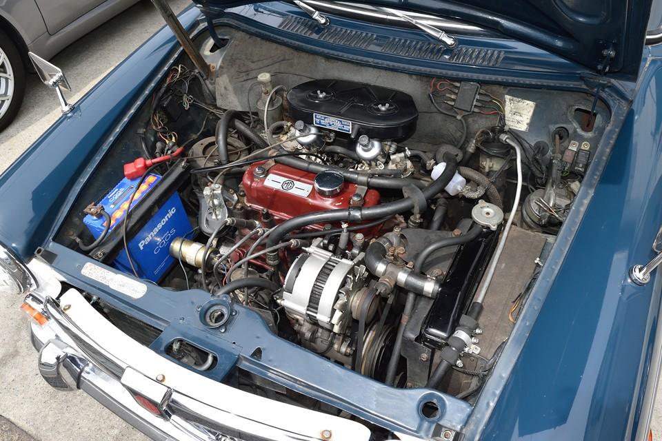 ミニのオーナー様なら見覚えのあるエンジンですよね。エンジン、ミッションを2階建て構造にすることで、こんなにコンパクトに!スペックはADO16中、最も高出力の70bhp/6000rpm、10.2mkg/3000rpmを発生!
