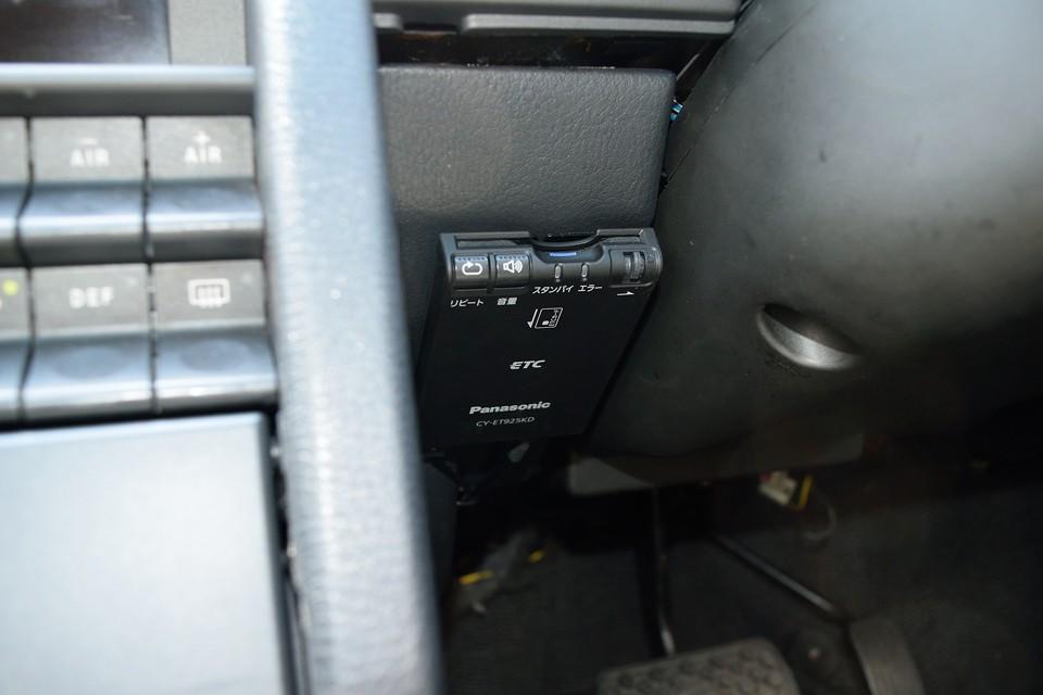 もちろんETCも装備。Panasonic製のアンテナ別体、音声案内タイプです。