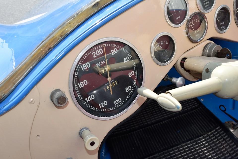 そもそも大排気量車ではなく、小排気量国民車4CVをベースにレースカーを造ろうというコンセプト!