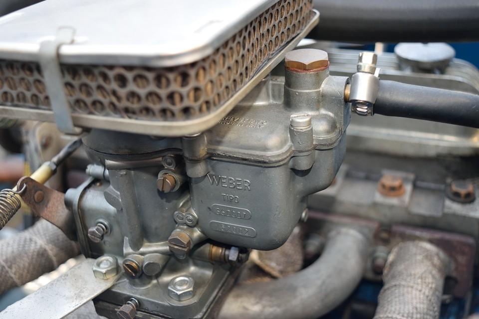 本車両のキャブレターはWEBER Tipo 36DCD7を装着。同時代のFIAT、Alfaromeo、ABARTH等に使われていたキャブですが、750ccの排気量にはかなり大口径のキャブ!