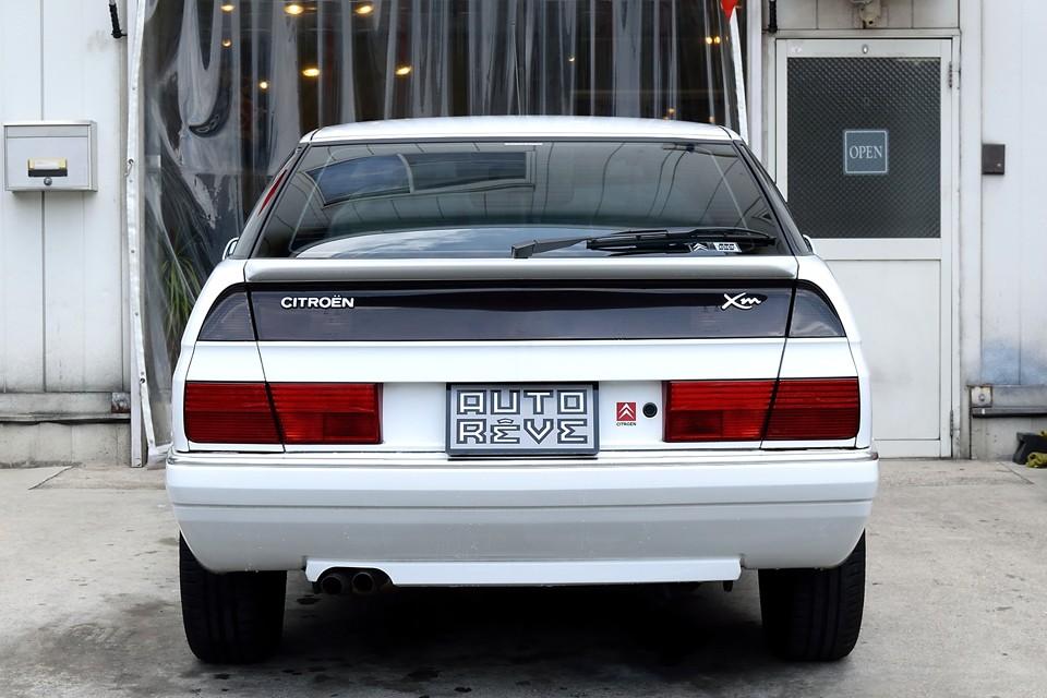 白いボディカラーは、上下のリアレンズとのコントラストがハッキリとして、一段とデザインの良さを引き立てているのではないかと・・・。