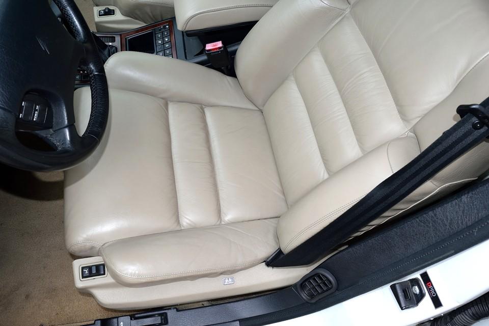 一番使用感の出る運転席でこの状態です。目立つスレや、もちろん破れもありません。