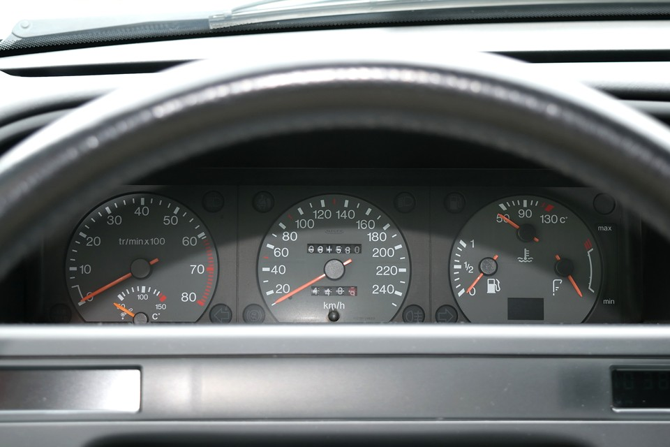 実走行8.2万km。もちろん各種警告灯の点灯もありません!