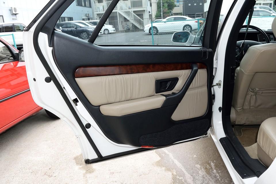 シート同様、リアドア内張りも使用感を感じない清潔な状態!