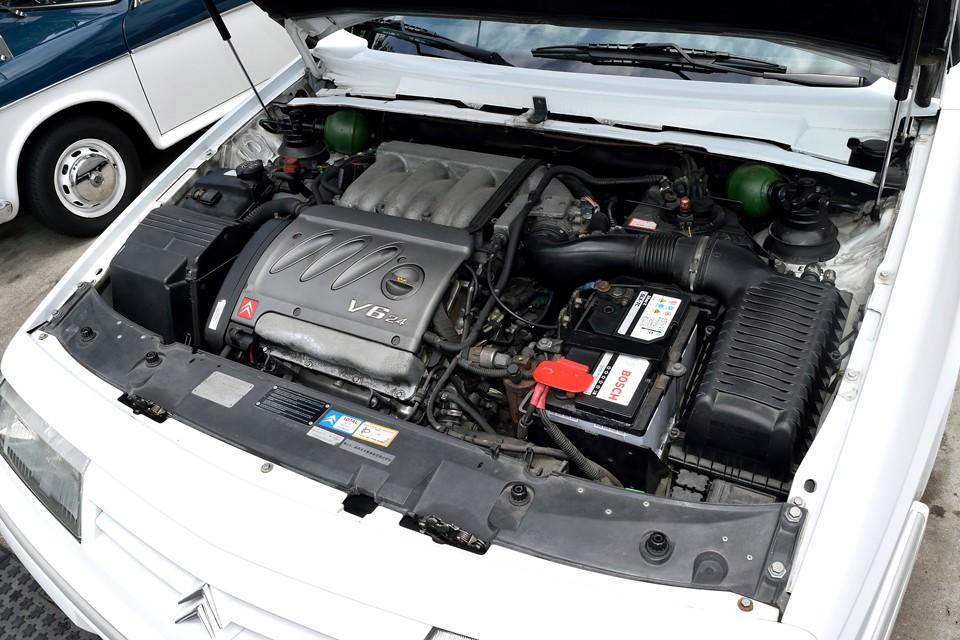プジョー・シトロエンではお馴染みのV6、3.0Lエンジン!熟成されたDOHC24Vは最高出力190ps(140kW)/5500rpm、最大トルク27.7kg・m(271.6N・m)/4400rpmを発生!