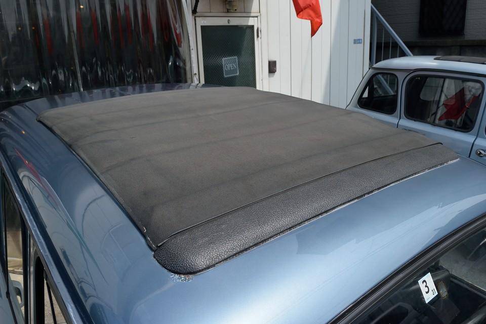 幌も、後述のステッチ切れなんかはありますが、破れはありません!バシャ~っと水かけて洗車もしましたが、水漏れもありませんでした!ルーフの後ろの方の塗装は少し劣化が見受けられます。