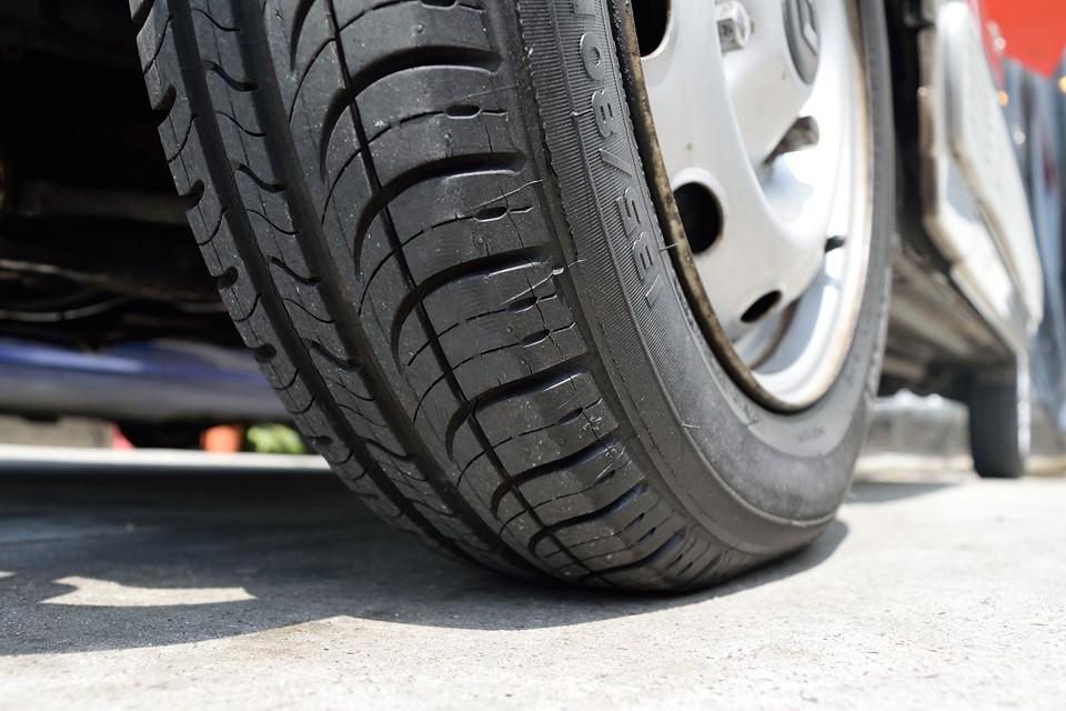 タイヤ残溝もタップリ!8分山というところでしょうか。当分交換の必要もありませんね。