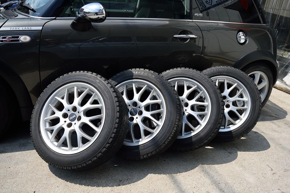 タイヤはブリジストンのブリザック!スタッドレスに少しでも詳しい方なら、ブリザックの良さはお判りですよね。タイヤサイズはノーマルの195/55R16。