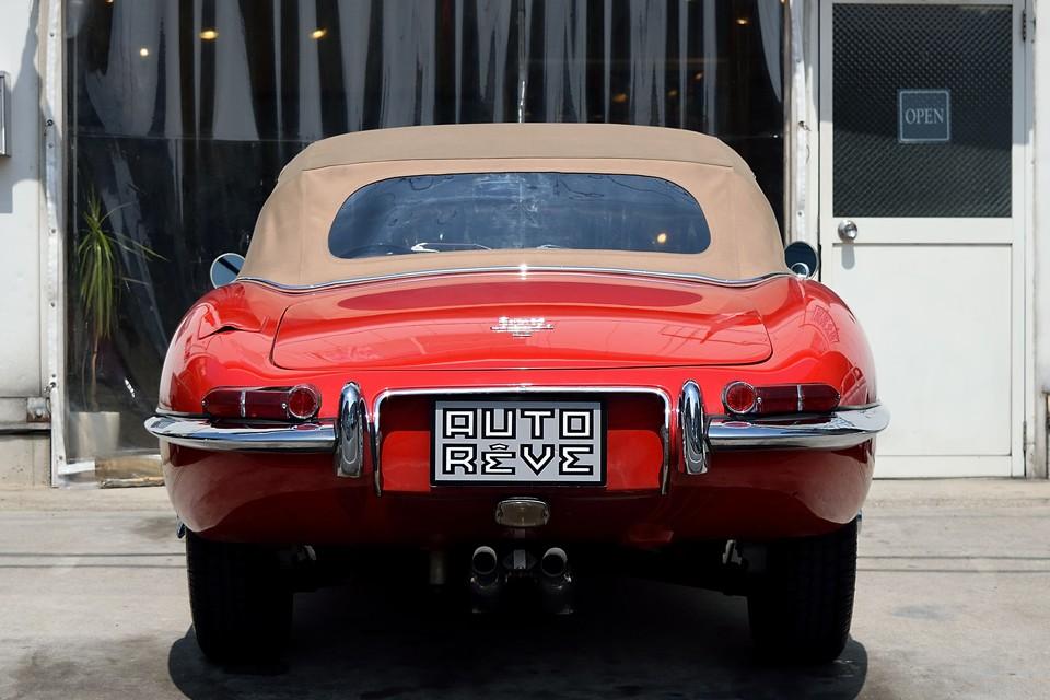 しかも、本車両は至高の美しさを誇るロードスター!E-typeで最良、最高のモデルを求めるのであれば、このモデル、一択ではないかと・・・。