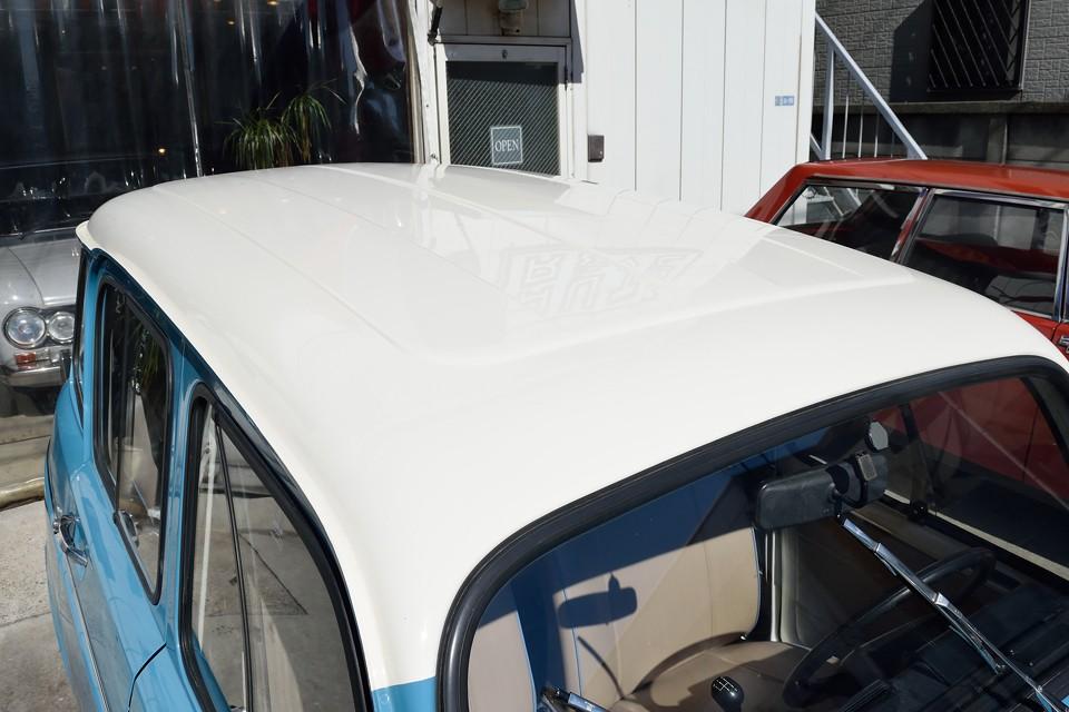 塗装は英国車を主に扱う塗装屋さんにて仕上げたとの事。英国車は塗りの回数がそもそも違いますからね。美しい仕上がりも納得なのです!