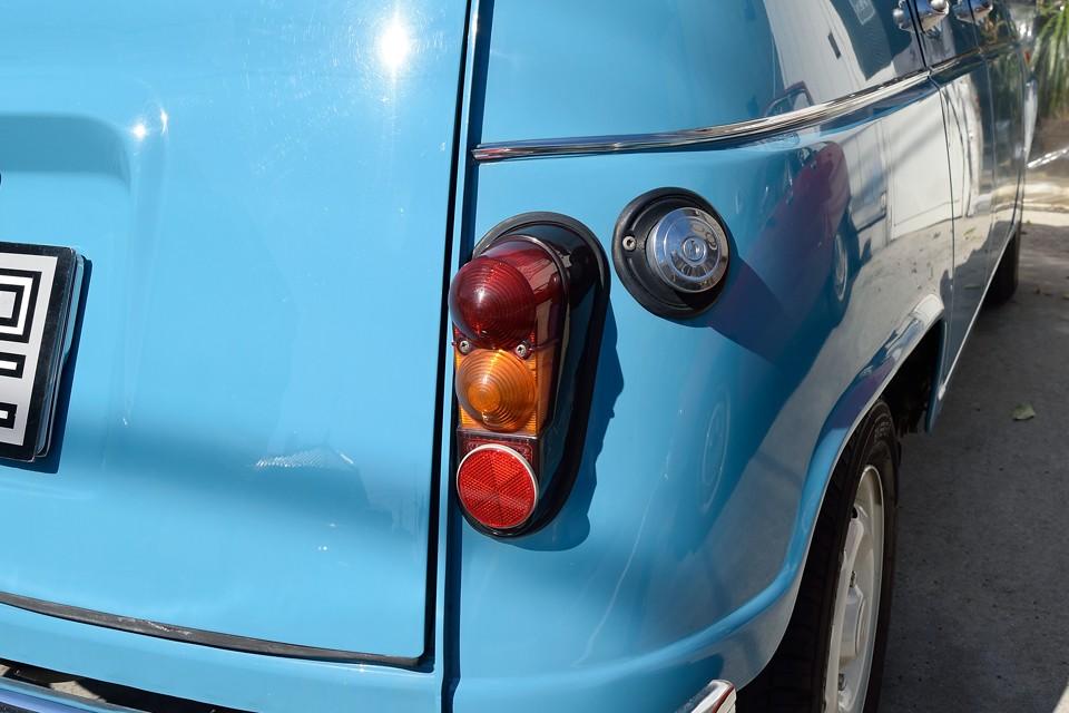印象的な形状のリアレンズももちろん割れやくもりはありません!燃料タンクキャップも樹脂製から金属製に交換済!