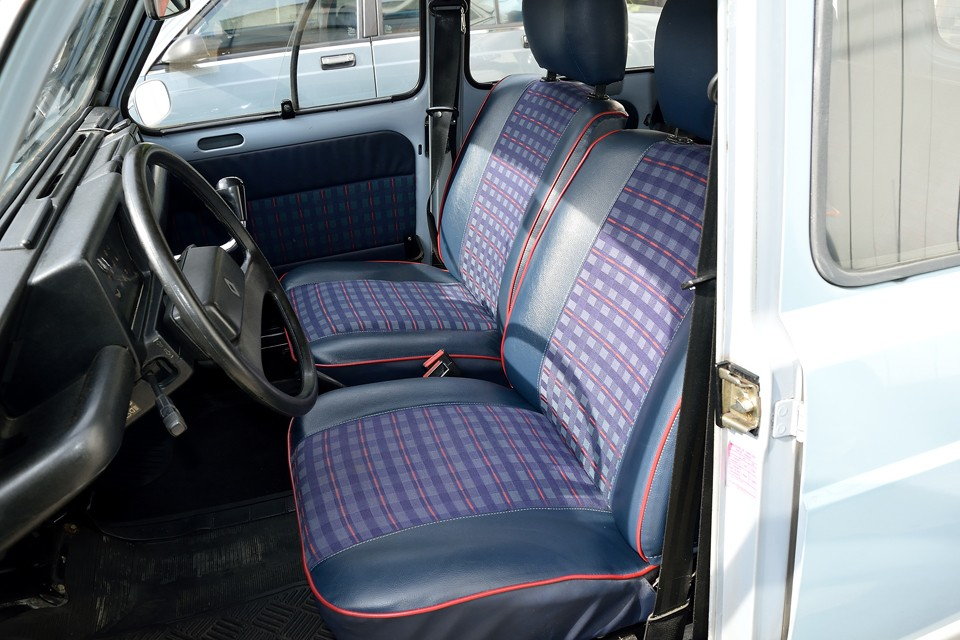 シートだって、簡単な造りだけど、柔らかい乗り心地を求めたら、おそらくこのシートになるはず!