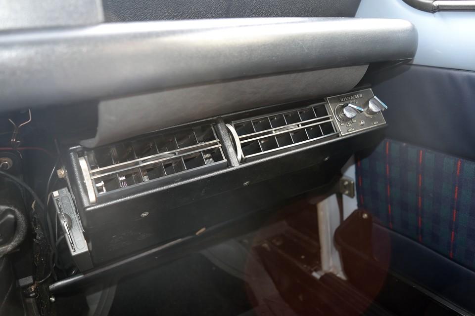 更に、平成26年9月、左リアホイールシリンダー交換、左右リアブレーキシュー交換、ブレーキマスターシリンダー交換、平成27年6月、85,613km、エキマニ面研、マニホールドガスケット交換、プーリ―交換、ベルト交換、フロントハブベアリング交換、キャニスターブリーザーホース交換・・・え~と、画像の通り、本車両は、クーラーも装備!しかも、これなら夏も怖くない!ってくらい、チョ~冷えてます!