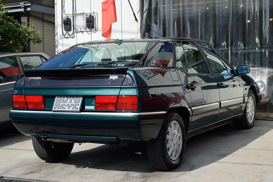 しかも本車両は希少な右ハンドル車。比較的大柄な車体ですから、安心の右ハンドルって選択も、大いに有りかとっ!