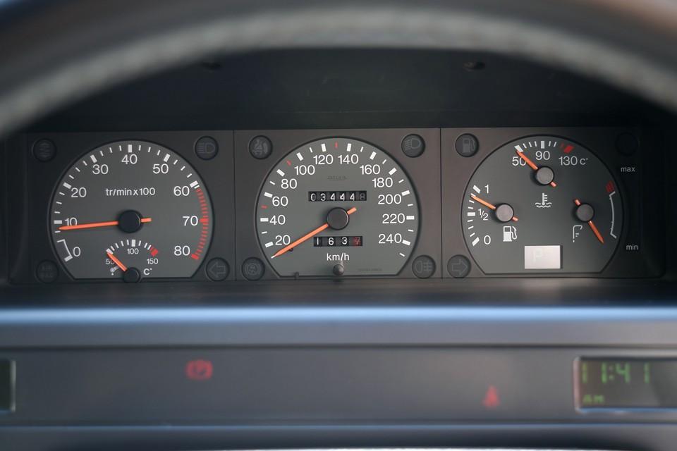 実走行3.4万km!近年の主な整備記録をご参考までに・・・平成27年2月、18,030km、Fブレーキパッド交換、平成27年8月、20,391km、タイミングベルト、ウォーターポンプ、アイドルローラー、リアハイトコレクタージョイント、センターマフラー交換、平成28年8月、25,904km、左タイロッド、S/Pセンサー交換、平成29年3月、30,879km、バッテリー、A/Tマウント、ハイポンプシール、左右Fサスリターンホース、全スフィア交換、平成29年8月、34,065km、プレッシャーレギュレーターO/H・・・現在の状態の良さも納得なのです!