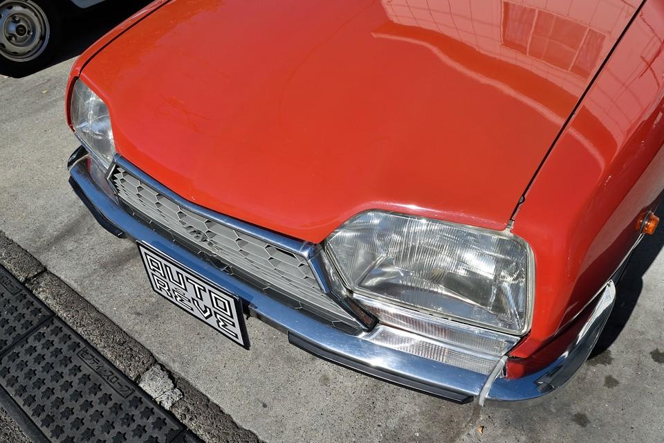 ヘッドライトは新品なのでキレイなのは当然ですが、バンパーがキレイなのもお判りいただけるでしょうか?やはり輝くところはちゃんと輝いてないとね。