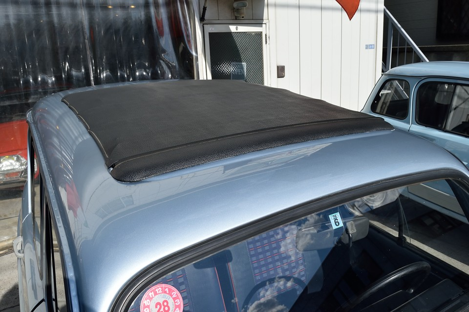そして、TLでは珍しいサンルーフを装備!幌は少し汚れがありますが破れや雨漏りはありません!