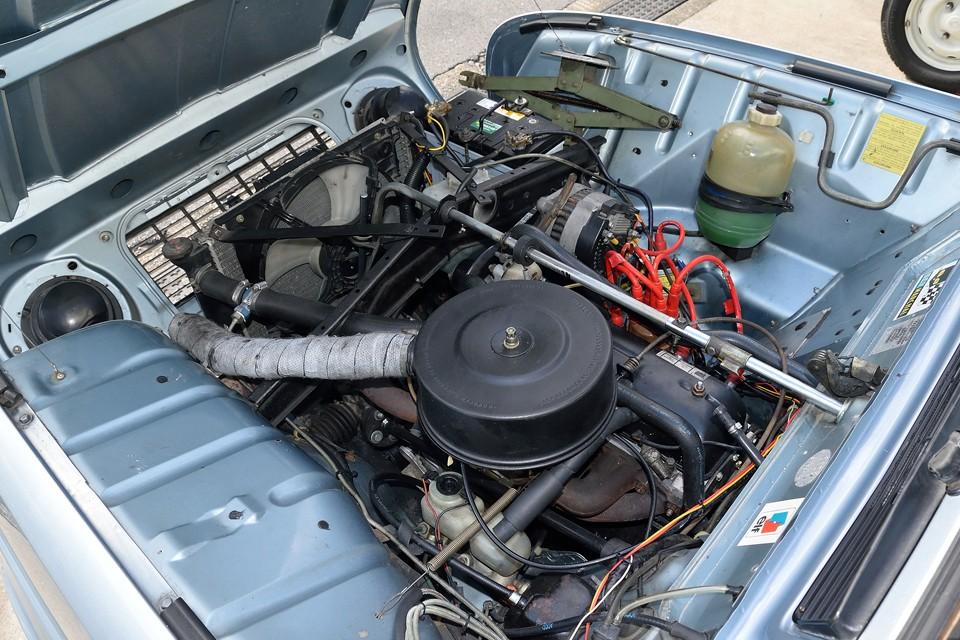 キャトルのエンジンを見慣れた方なら、パッと見て、状態の良さがお判りいただけるかと・・・それもそのはず、弊社入庫時、エンジン不調だったため以下の整備を実施済なのです!