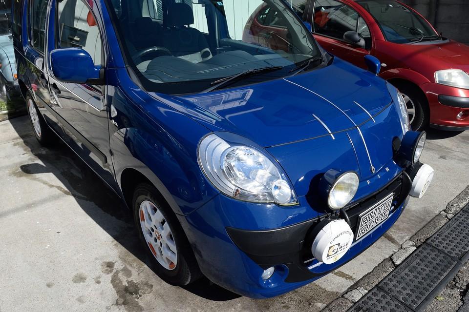 アルピーヌブルーを彷彿とさせる、ブルー ボルガと呼ばれる清潔感のある鮮やかなブルーは、フレンチ度満点!・・・にしても、これいい色だわぁ。