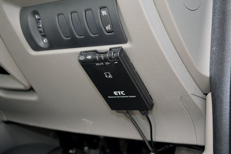 もちろんETCも装備!こちらもパナソニック製です。アンテナ別体、音声案内タイプです。