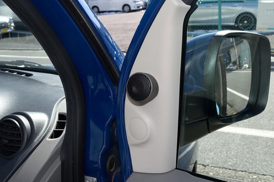そして、ドライブには欠かせない音楽環境も大幅にグレードアップ!ドアスピーカーを換装した上、ご覧のツイーターを増設!