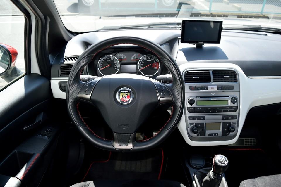 ドライビングを楽しむ!っていうのはどういう事か、熟知した造りですねぇ。座った瞬間から楽しませてくれます!