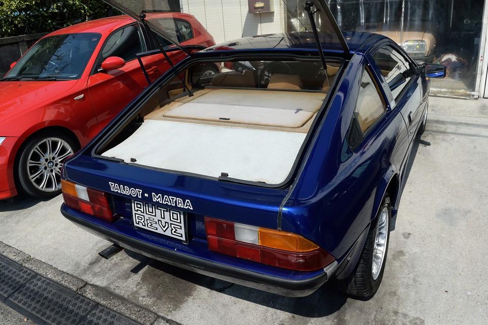 トランクはリアのみです。ガラスハッチ全開にすれば開口部も広く、かなり使いやすいです。