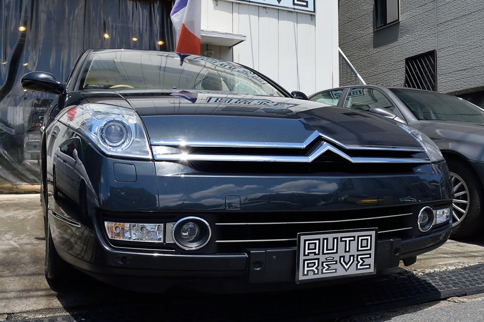 DSのアヴァンギャルドにも負けない個性・・・。GSの軽やかさにも似た2.2ディーゼルならではの身軽さ・・・。CXのエレガントに匹敵する美しさ・・・。そして、近代シトロエンの名車、エグザンティアの実用性に勝るとも劣らない使いやすさ・・・。
