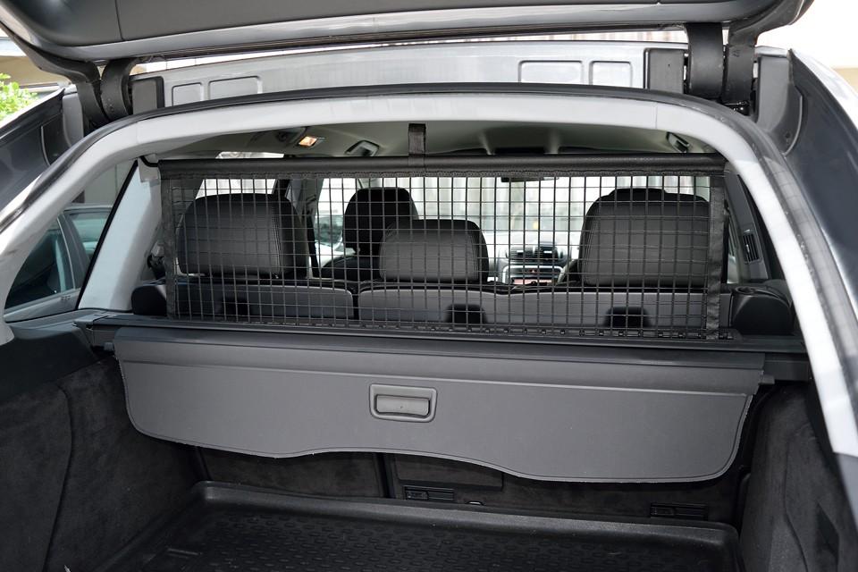 ご覧のガードネットも装備ですので、大きな荷物やペットを乗せたときも安心ですね。
