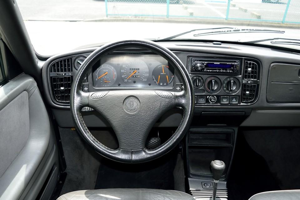 北欧車は防寒手袋をつけたままでも操作しやすい様に、ボタンやスイッチが大きく、しかも的確なレイアウトです。これって、今でいうバリアフリーの考え方ですよね、使いやすいわけです。