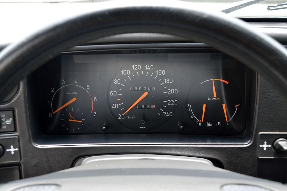 実走行8.0万km!サーブのH型と呼ばれるエンジンはそれまでのものに比べ、飛躍的に信頼性もUP!そして、気になるカム駆動は・・・ベルトでは無く、チェーンですので、更に安心!